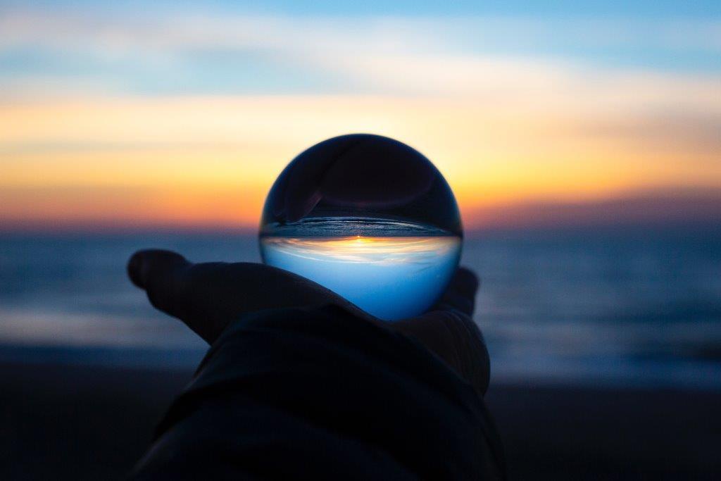Reflexiones de Bosco González tras G sobre el propósito de Géiser 2019 representadas en un horizonte a través de esfera de cristal